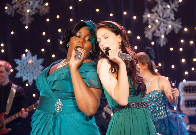 "GLEE: Unique (Alex Newell, L) and Marley (Melissa Benoist, R) perform in the ""Sadie Hawkins"" episode of GLEE airing Thursday, Jan. 24 (9:00-10:00 PM ET/PT) on FOX. ©2013 Fox Broadcasting Co. CR: Eddy Chen/FOX"